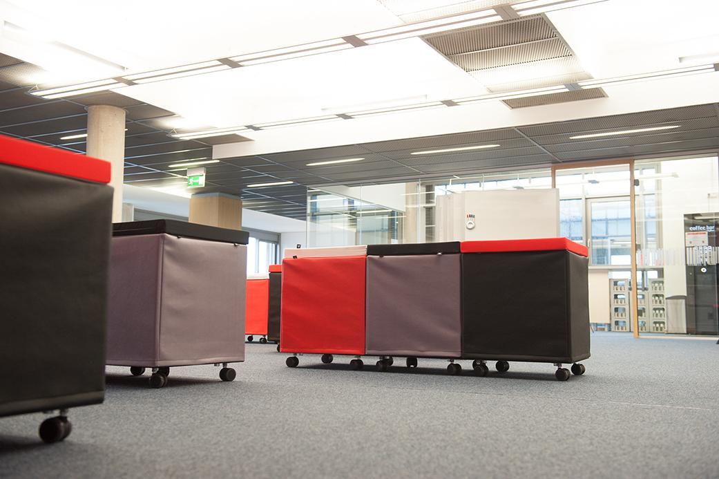 Sitzgruppe mit Rollen flexibel positionierbar in Ihrem Firmendesign